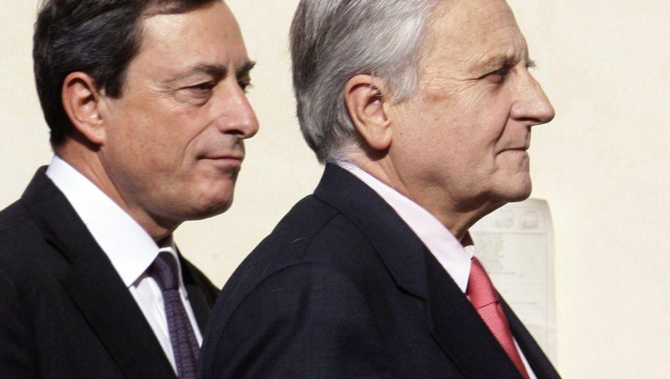 Scheidender EZB-Chef Trichet (r.) mit Nachfolger Draghi: Meister der Verklausulierung