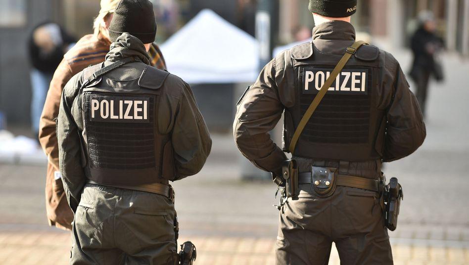 Polizisten auf dem Bremer Marktplatz (Archivbild)
