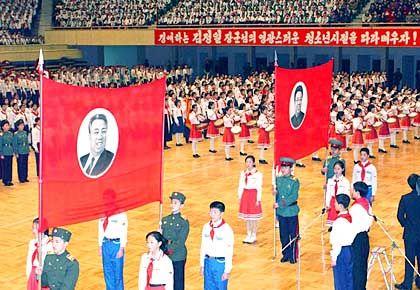"""Geburtstagsfeier für den """"Geschätzten Führer"""": Lobeshymnen auf Kims """"seherische Weisheit""""."""