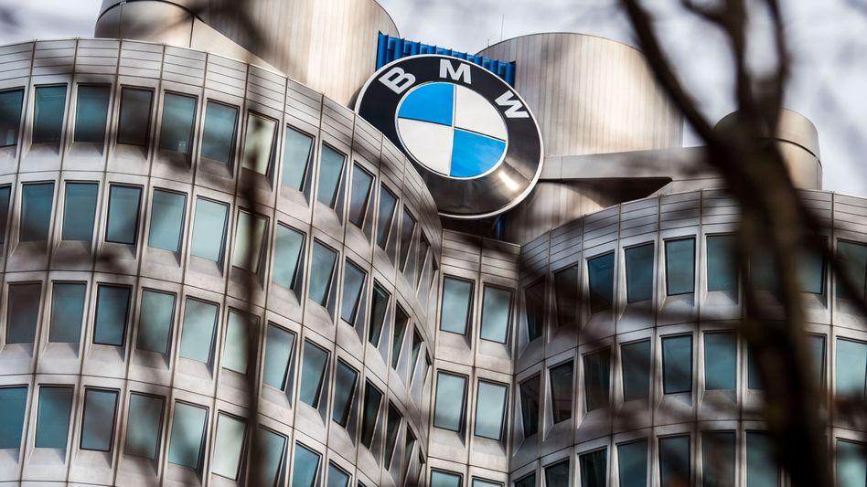 BMW-Zentrale in München: Weniger Neuverträge und eine höhere Risikovorsorge