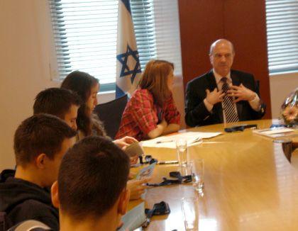 """Israels Botschaftsgesandter Mor mit deutschen Schülern: """"Sie sind die Hoffnung"""""""