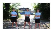Schüler protestieren im Rock gegen ihre Schuluniform