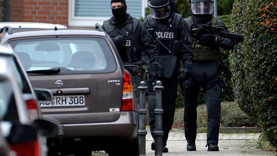 Spezialeinheitskommando in Alsdorf: Männer fälschlicherweise festgenommen