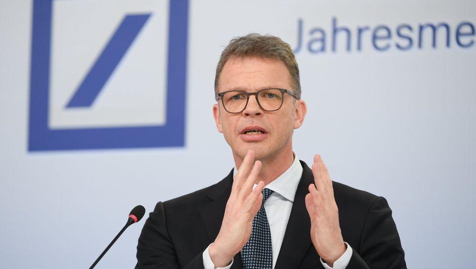 """Deutsche-Bank-Chef Sewing (im Januar): """"Das schadet unserer Volkswirtschaft"""""""