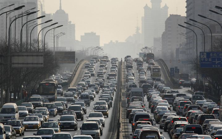 """Automassen in Peking: """"Wir versuchen so streng zu sein wie die EU"""""""