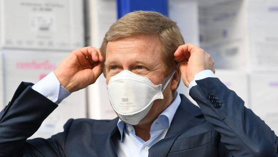 Im Zeichen von Corona: BMW-Chef Zipse mit Gesichtsmaske