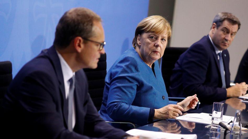 Berlins Regierender Bürgermeister Michael Müller, Kanzlerin Angela Merkel, der bayerische Ministerpräsident Markus Söder im Oktober im Kanzleramt