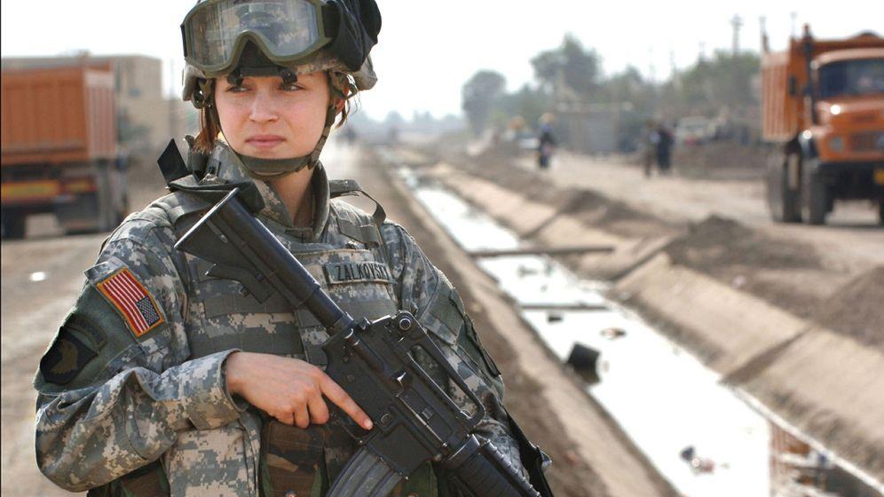 Streit um Militärreform: Frauen unter Waffen