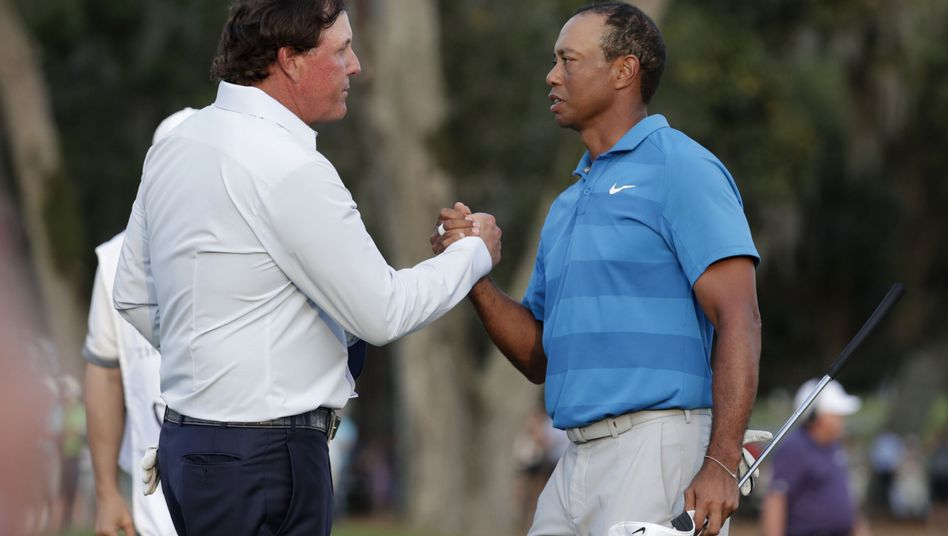 Phil Mickelson (l.), Tiger Woods