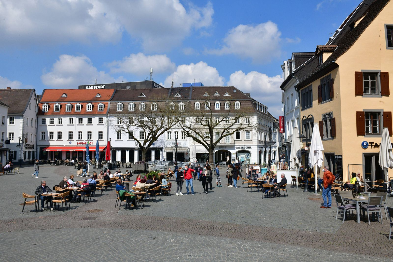 Auf dem St. Johanner Markt sind die Biergärten am Dienstag (20.4.2021) geöffnet, aber nur mit negativen tagesaktuellem