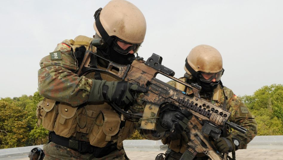 Soldaten des Bundeswehr-Elitekommandos Spezialkräfte (KSK) während einer Pressevorführung auf dem Truppenübungsplatz Hammelburg (Archivbild)