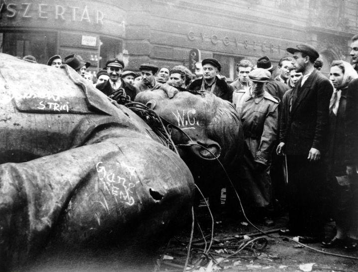 Sturz des Standbildes, Budapest 1956