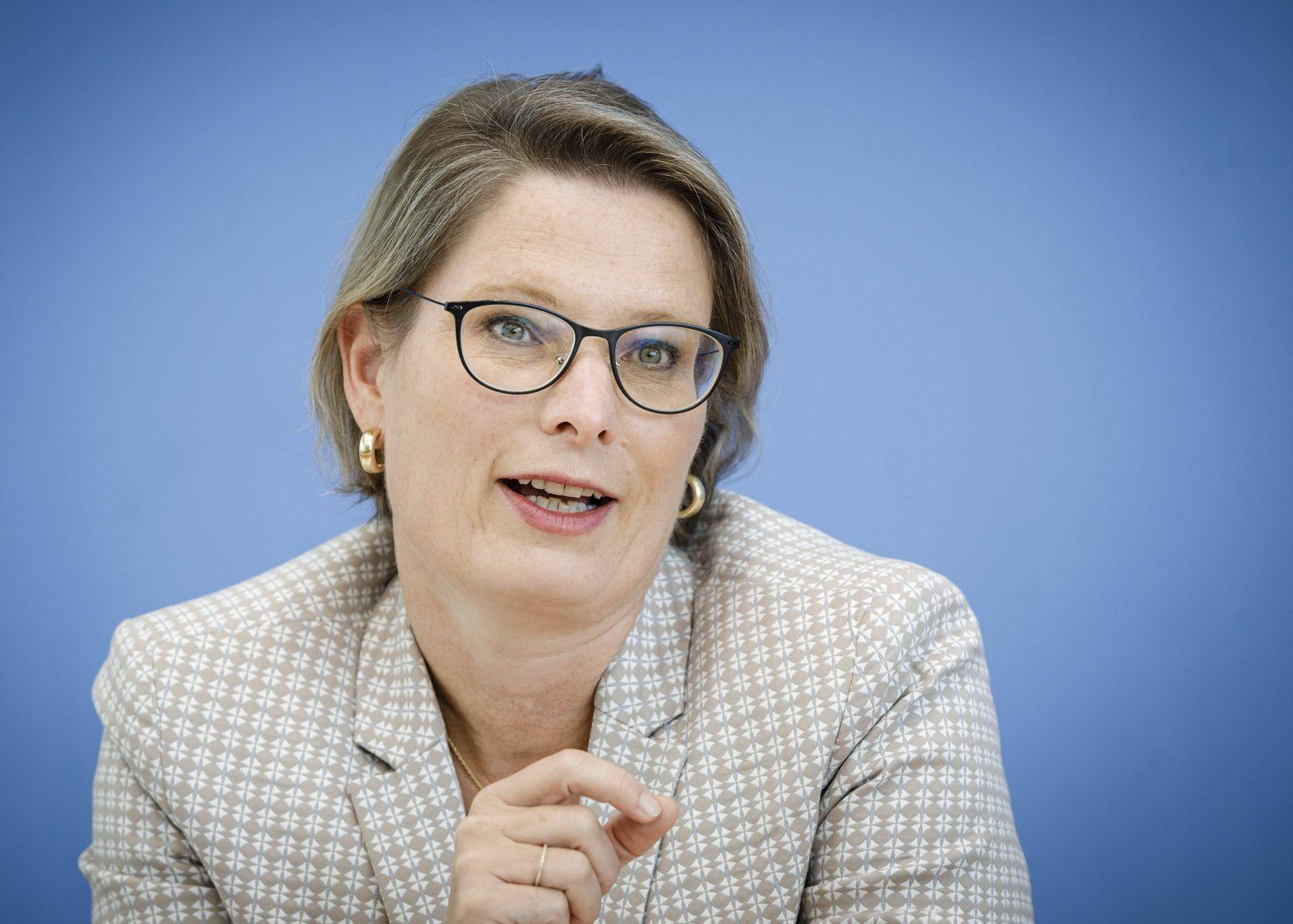 Stefanie Hubig, Ministerin fuer Bildung des Landes Rheinland-Pfalz, Praesidentin der Kultusministerkonferenz (KMK), aufg