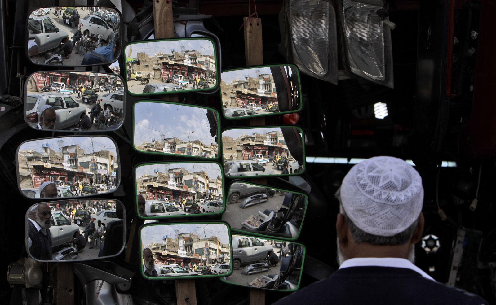 Pakistan Blick in den Spiegel