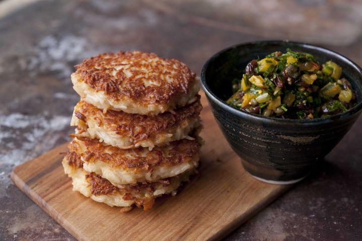Reisküchlein und Salsa: Unbedingt warm servieren!