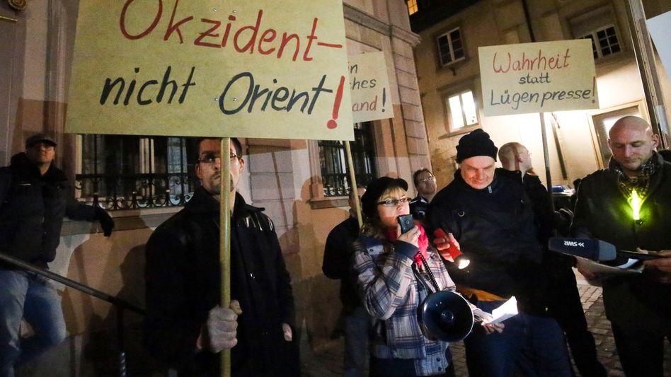"""Pegida-Anhänger bei einer Veranstaltung in Villingen-Schwenningen: """"Pauschale Diffamierung"""""""