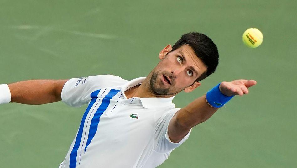 Novak Djokovic beim Aufschlag