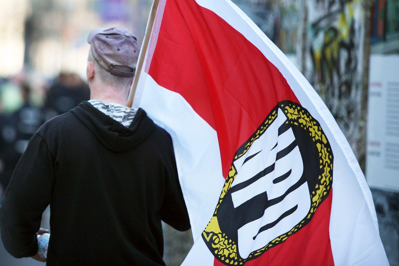 NPD-Kundgebung / NPD-Fahne