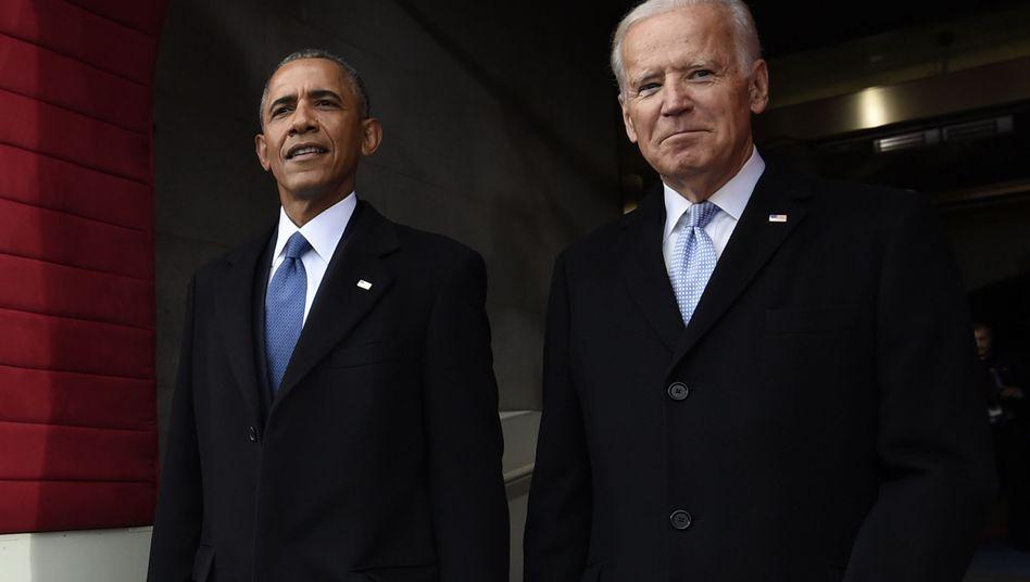 Barack Obama and Joe Biden (bei Donald Trumps Amtseinführung): Eine Art Fan-Fiction