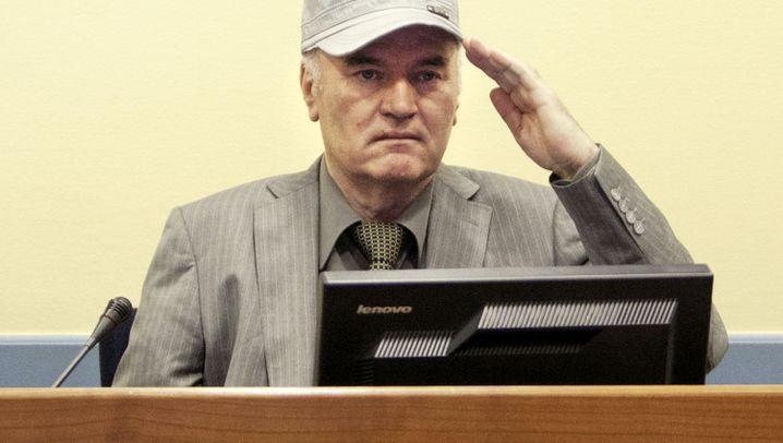 Auftritt in Zivil: Ratko Mladic vor Gericht