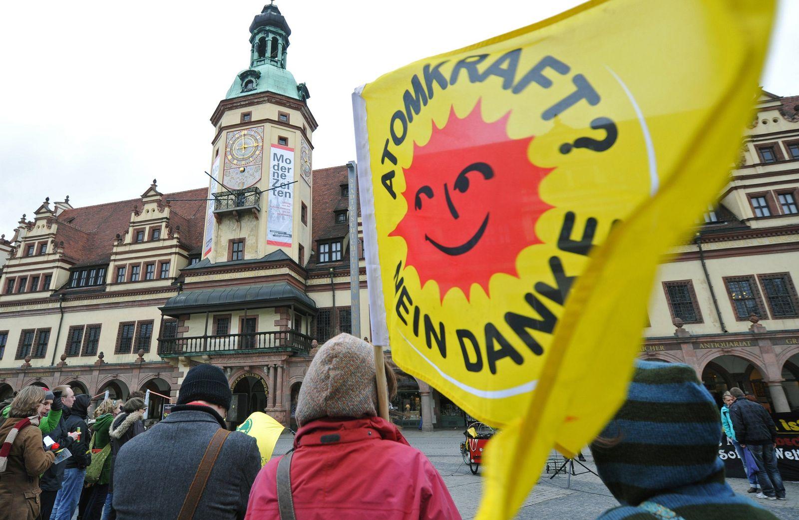 Atomkraftgegner demonstrieren am Fukushima-Jahrestag