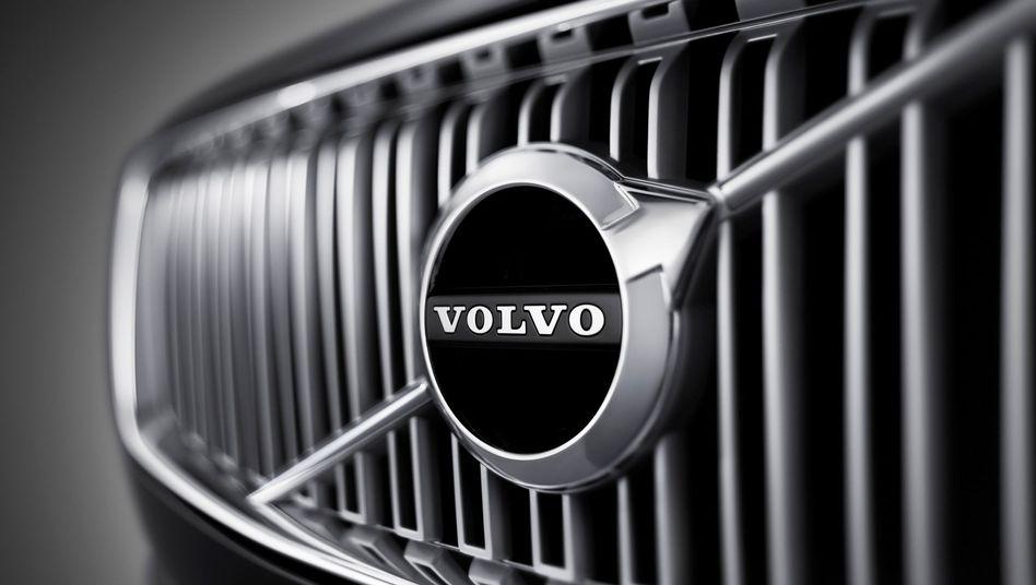 Volvo-Logo auf einem Kühlergrill