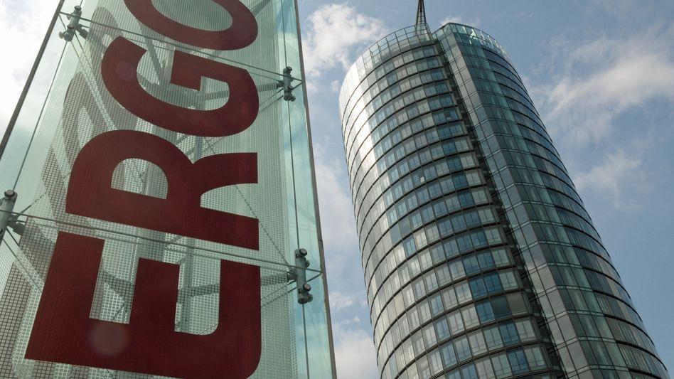 Ergo-Zentrale in Düsseldorf: Differenz zwischen Angeboten und Verträgen