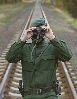 Kostenpunkt Bahnwache: Wegen des Sabotagerisikos muss die Bahntrasse der Castoren aufwendig überwacht werden