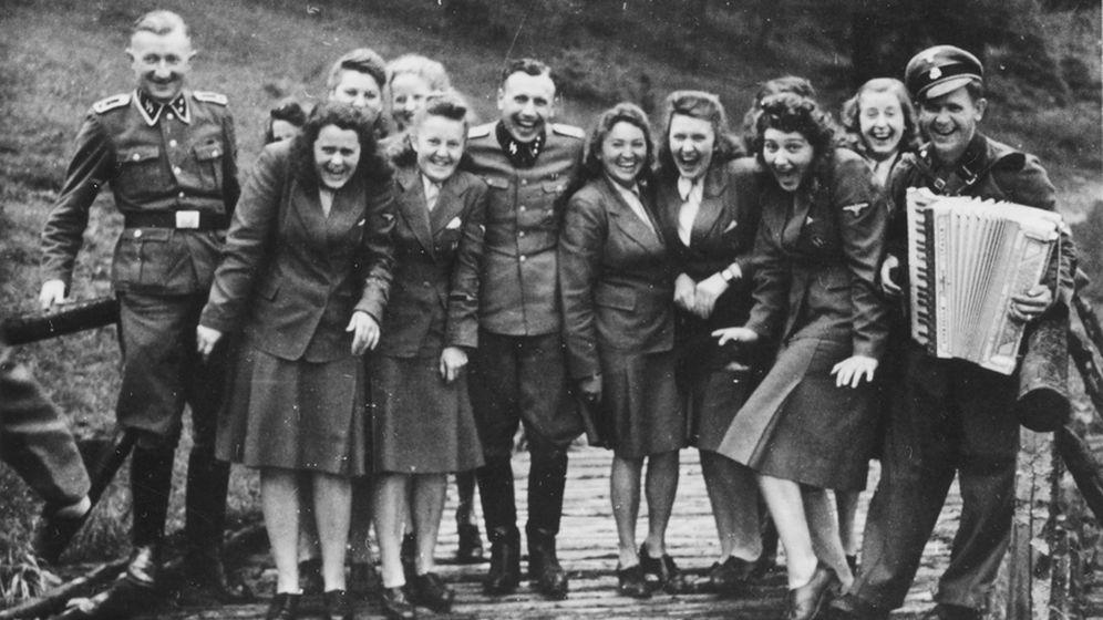 Privat-Fotos aus Auschwitz: Fröhliche Stunden neben der Gaskammer