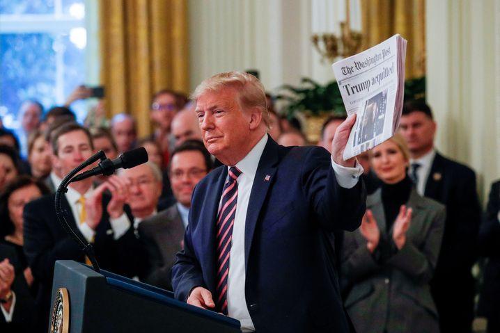 """""""Trump freigesprochen"""": Sonst ein Gegner der Zeitung, ist der US-Präsident von dieser für ihn positiven Titelseite der """"Washington Post"""" angetan"""