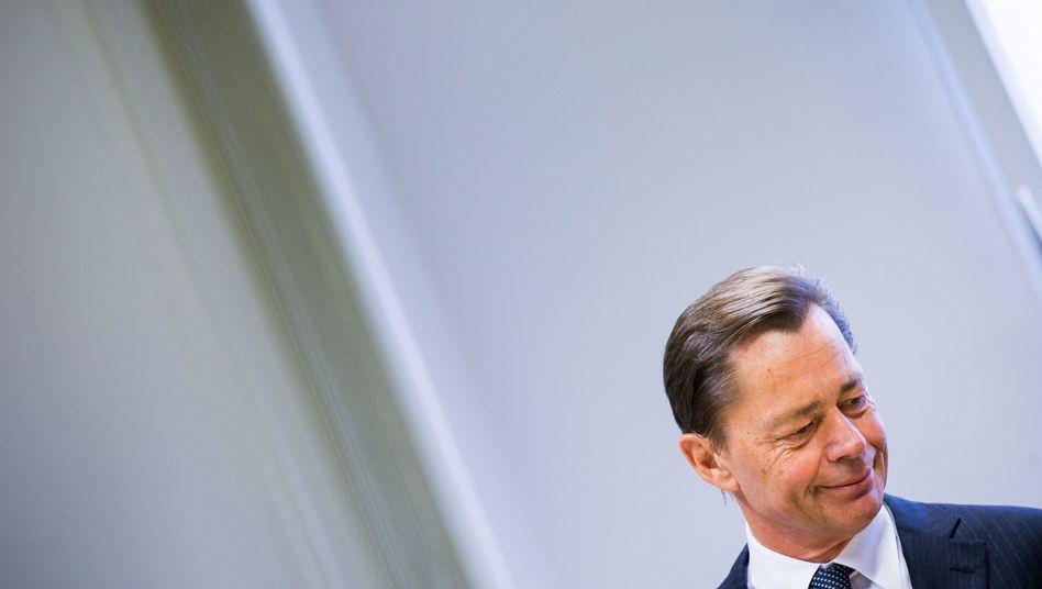 Thomas Middelhoff während des Prozesses in Essen: Haftbefehl ausgesetzt