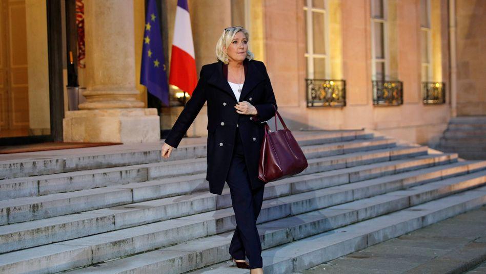 Marine Le Pen verlässt den Elysee-Palast
