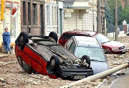 Umgekippte Autos und Berge von Schrott in der Altstadt von Meißen: Mindestens neun Menschen starben bei den Überflutungen in Sachsen