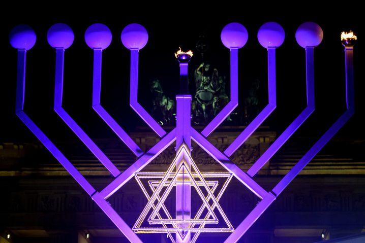 Chanukka-Leuchter vor dem Brandenburger Tor