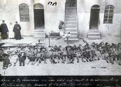 """Ermordete Armenier (Aufnahme von 1915): """"Die Auseinandersetzung mit der Geschichte wird vorerst ausgeklammert"""""""
