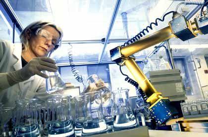 """Chemikerin (bei Bayer): """"Mittelprächtige Aussichten"""""""