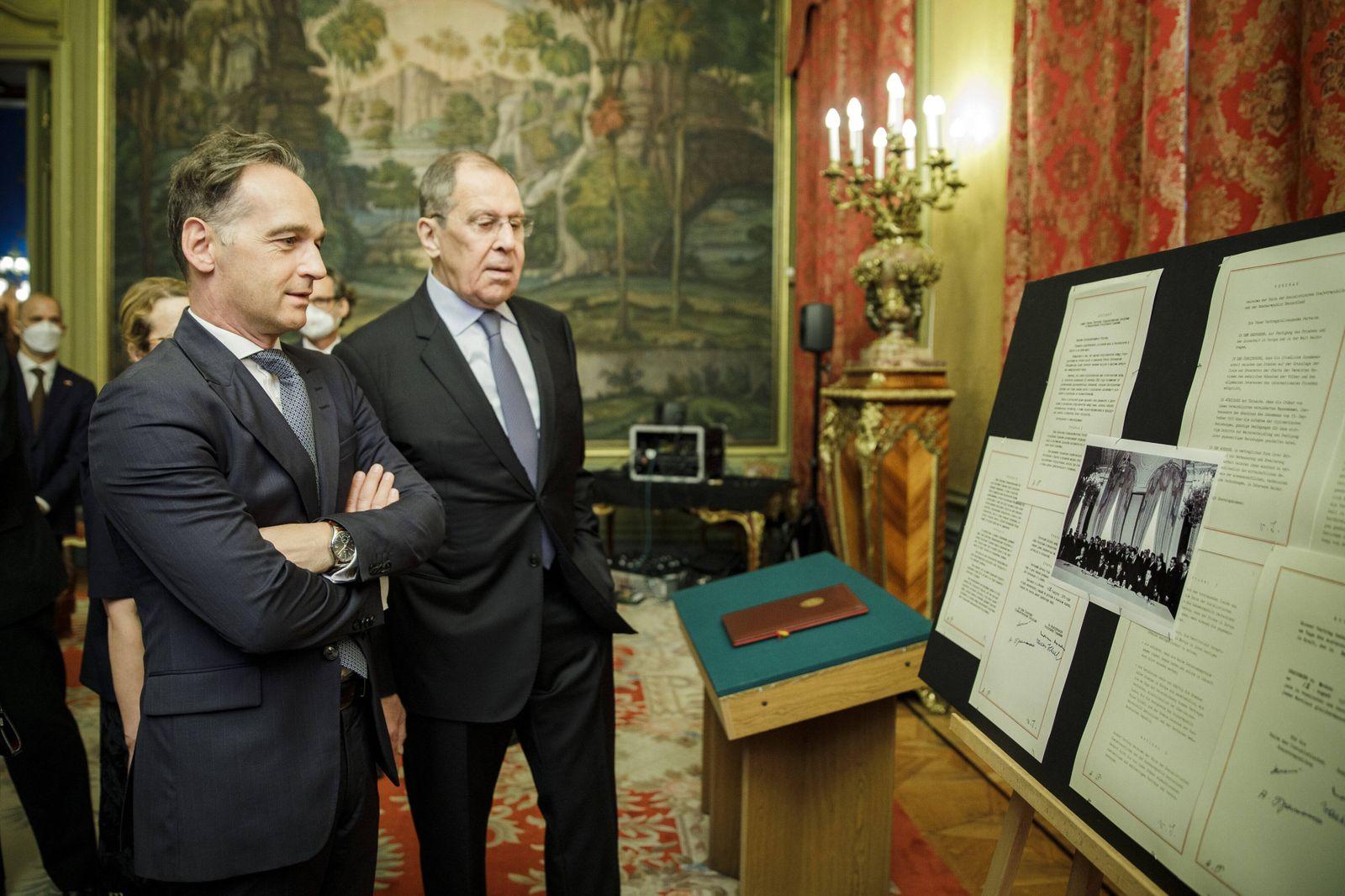 Bundesaussenminister Heiko Maas, SPD, (L) trifft Sergej Wiktorowitsch Lawrow, Minister fuer Auswaertige Angelegenheiten