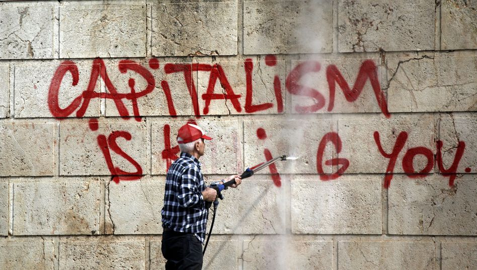"""Antikapitalistisches Graffito in Athen: """"Alle sagten, dass sie nichts Illegales getan haben"""""""