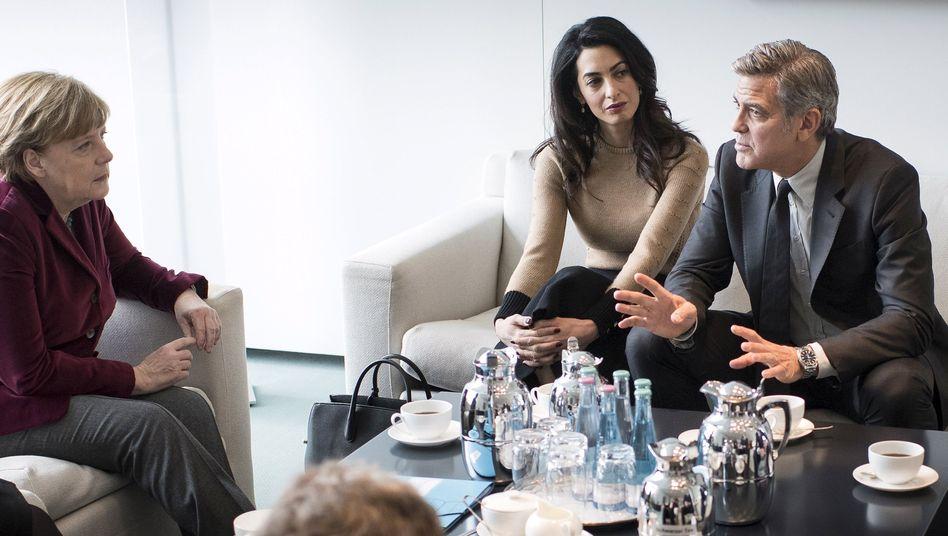 Gespräch über Flüchtlingspolitik: Clooney auf Merkels Sofa