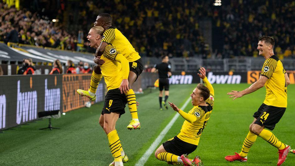 Dortmunder Spieler nach dem Siegtreffer