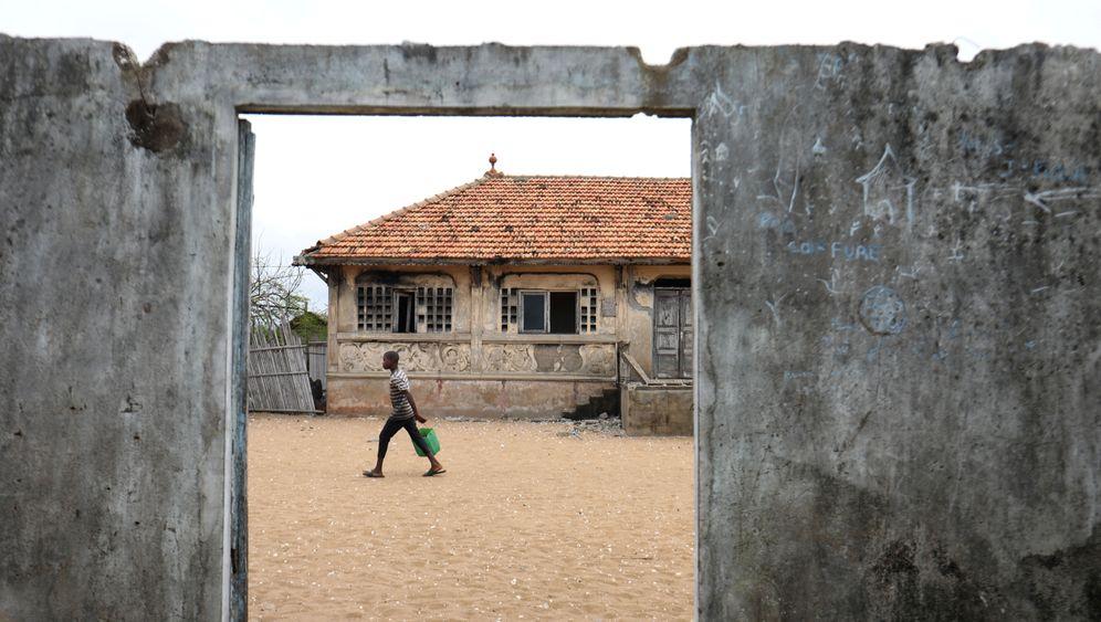 Elfenbeinküste: Meer frisst Dorf