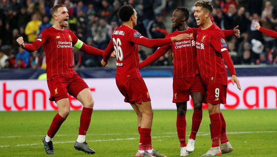 Liverpools Naby Keita (2.v.l.) traf bei seiner Rückkehr nach Salzburg