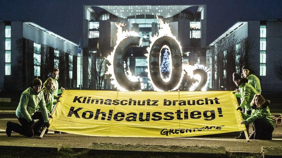 Greenpeace-Protest vor dem Kanzleramt