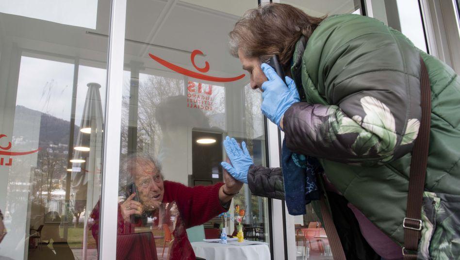 Risikogruppe (Bild aus der Schweiz): Die meisten Todesfälle im Zusammenhang mit Corona gibt es bei Menschen im Alter von über 80 Jahren