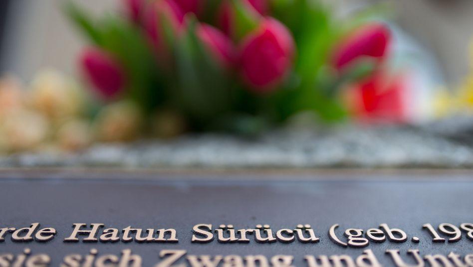 Gedenkstein für Hatun Sürücü: Zwei Brüder in der Türkei vor Gericht