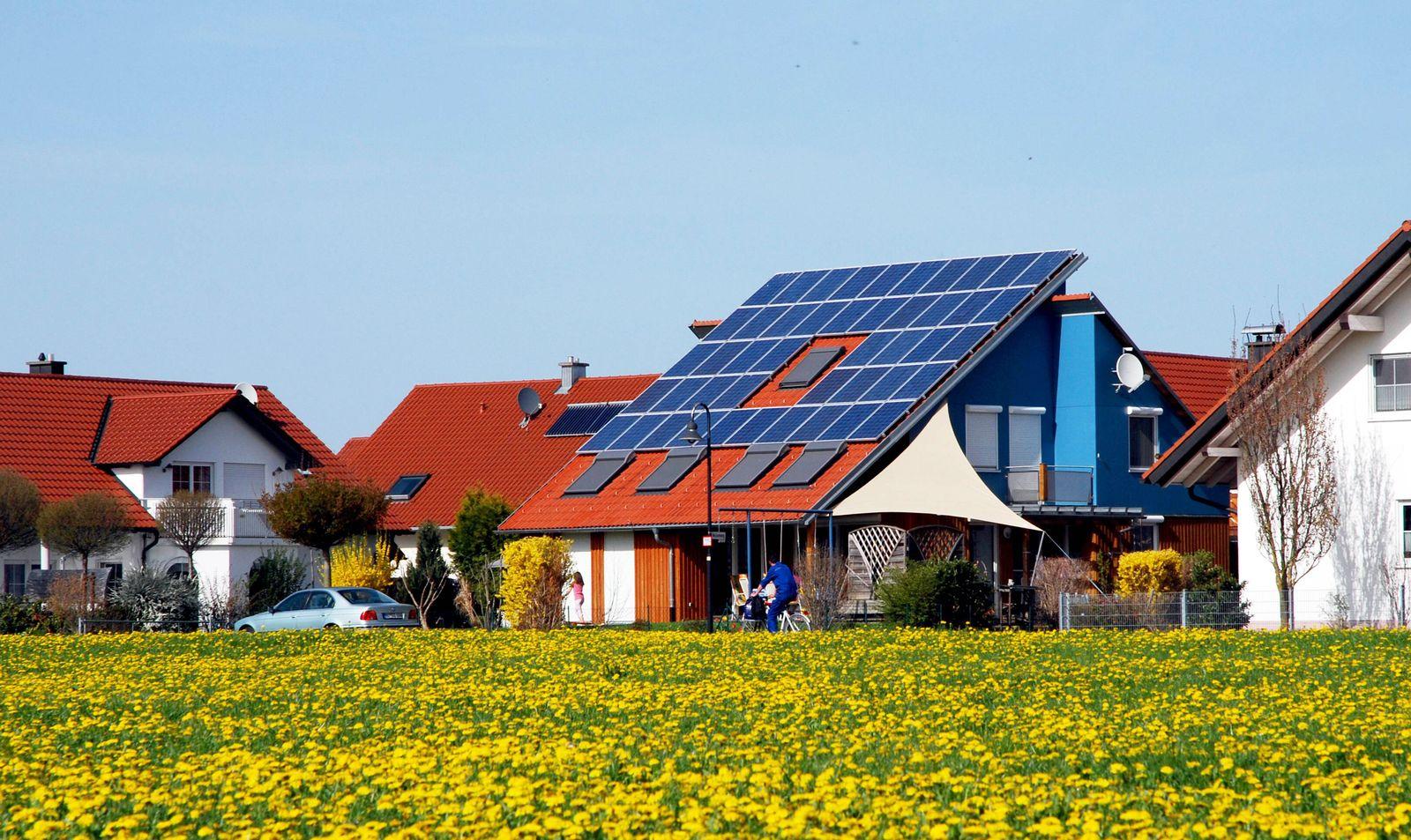 EINMALIGE VERWENDUNG Solaranlage / Dach / Haus / Privat
