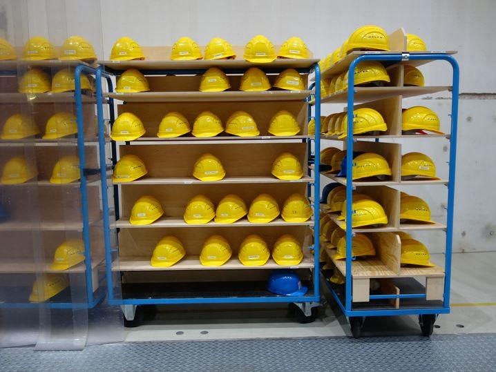 Helme für Mitarbeiter und Besucher: Knapp 500 Menschen arbeiten für Wendelstein 7-X