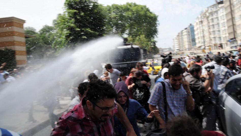 Polizeigewalt in Istanbul: Mit Knüppeln gegen die Wutbürger vom Gezi Park