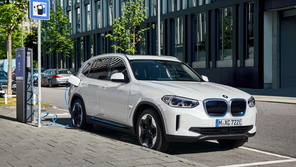 Der BMW iX3 ist das erste rein elektrische Modell der Marke BMW