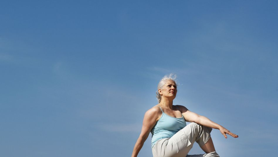 Yoga-Übung: Bewegung kann Symptome der Wechseljahre lindern